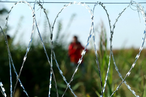 Can we live in a borderless world eurozine migrants in hungary near the serbian border 25 august 2015 photo gmes sndor szomszed source wikimedia publicscrutiny Images