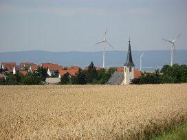Deutsche Kleinstadt Ebersheim mit Windmühlen