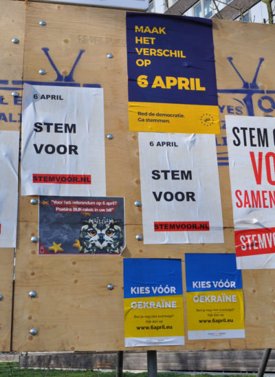 Board for election campaigns with posters of pro and against parties of the Association Agreement with Ukraine, Utrecht, Netherlands. Wikimedia