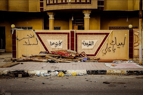 Ideological graffitis on walls in Fallujah, Iraq. Photo: Mahmood Hosseini. Source: Wikimedia