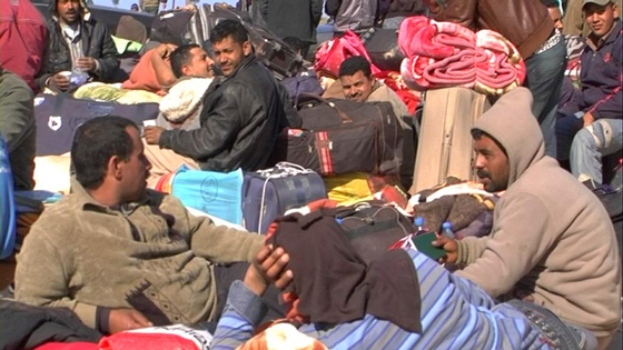 Thousands of Libyan refugees remained stranded at the Ras Jedir border crossing, 5 March 2011. Photo: Magharebia. Source: Wikimedia