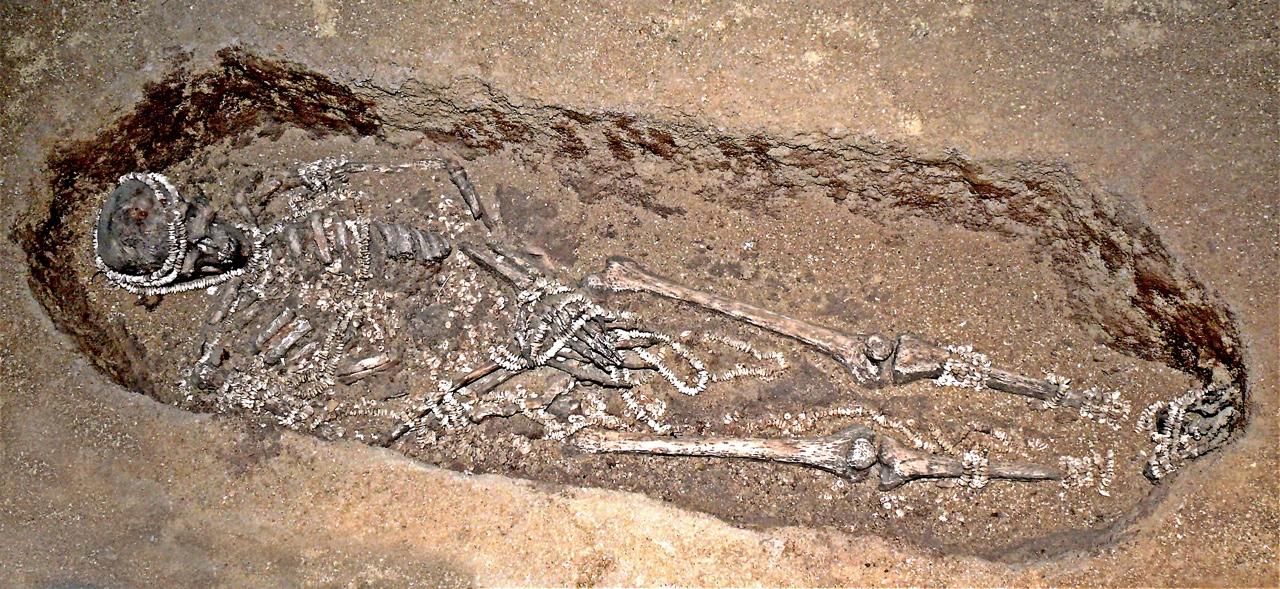 Верхне-палеолитическое погребение в Сунгире, Россия