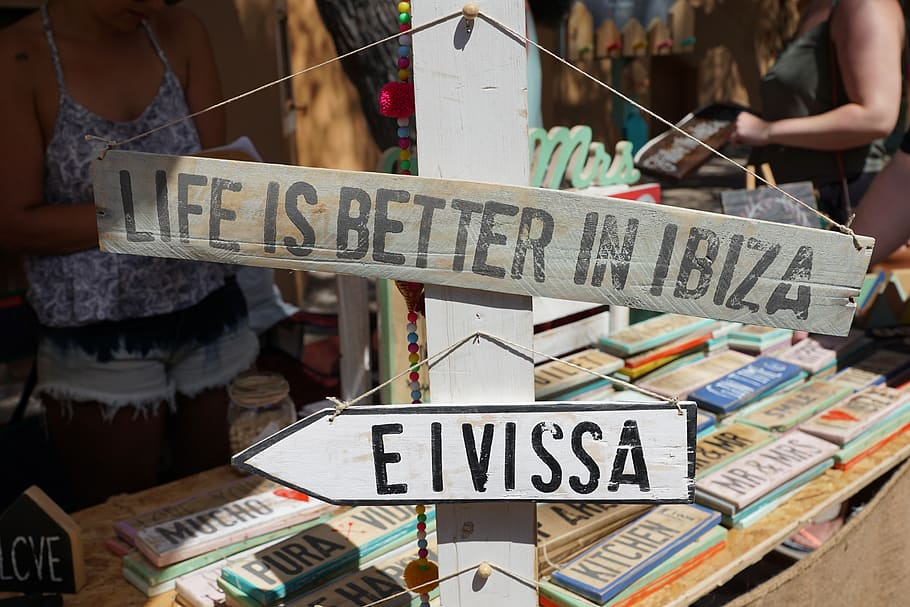 Sign showing direction to Eivissa / Ibiza.